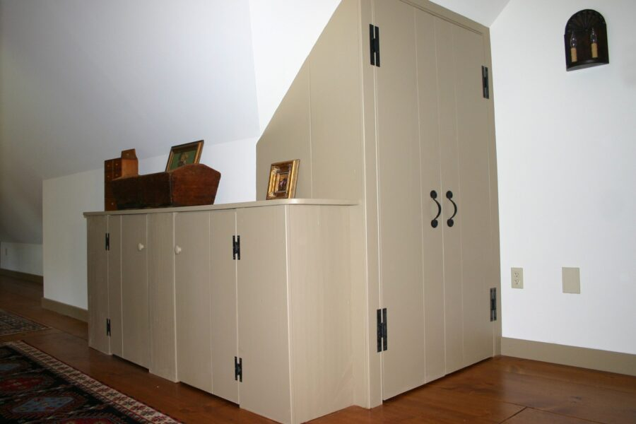 Custom Built-in Cabinets & Closets