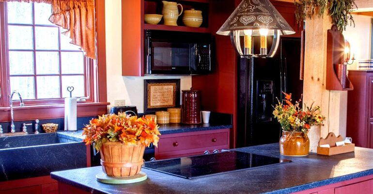 colonial homes kitchen